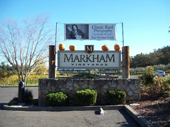 Markham Vineyards: Markham sign seen from the highway