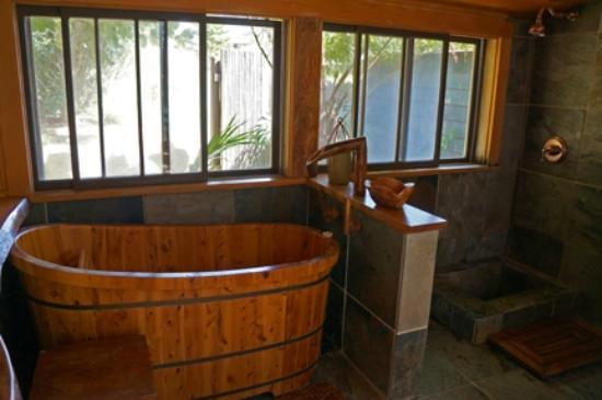Puakea Ranch: The bath house. You will never look at your bathroom the same again once you've been here.