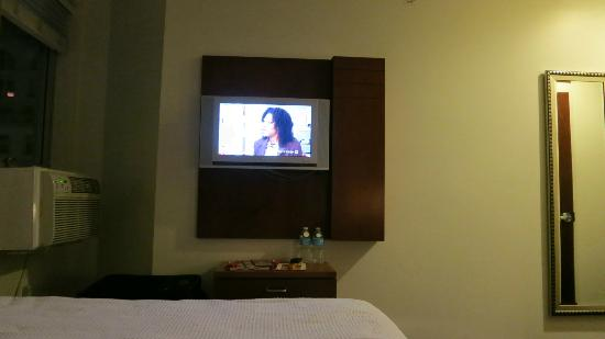 U Hotel Fifth Avenue : TV