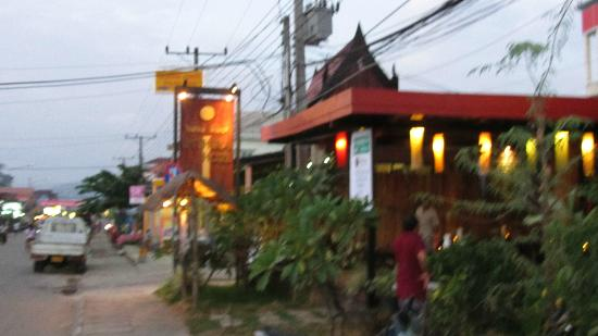 Inthira Vang Vieng: view to hotel