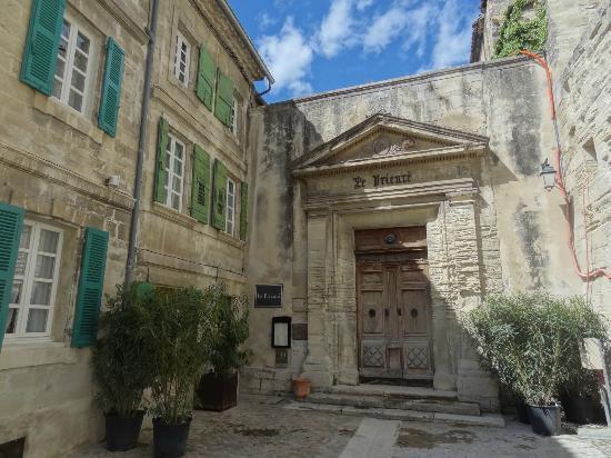 Le Prieure Hotel Restaurant : Edel in alten Mauern