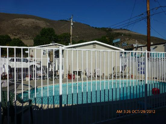 Shell Beach Inn: Fenced Pool