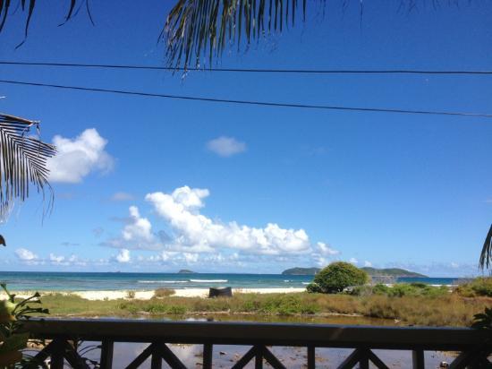 The Islander's Inn: Sicht von Speisebereich zum Strand