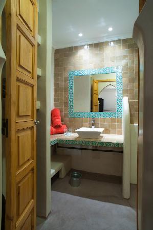 Riad Alnadine: salle de bain chambre menzeh
