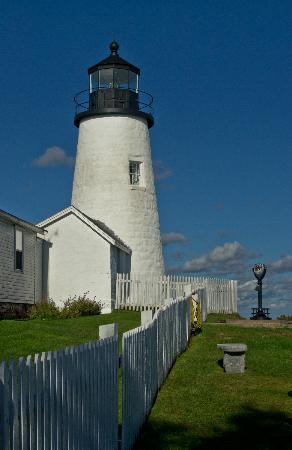 Pemaquid Point Lighthouse: Closer look at Pemaquid Light