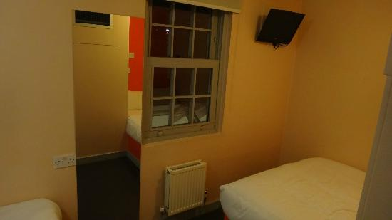 easyHotel Paddington London: Twin Room