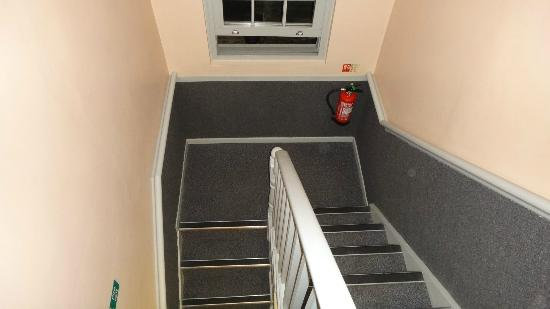 easyHotel Paddington London: Narrow stairs