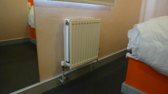 easyHotel Paddington London: Heater
