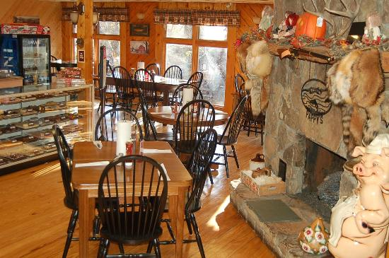 Pappy's Restaurant: Enjoy your dining with us in front of the cozy fireplace