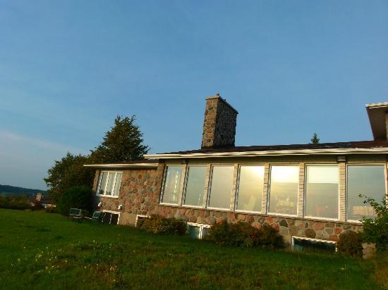 Au fil des saisons : le salon vue de la terrasse