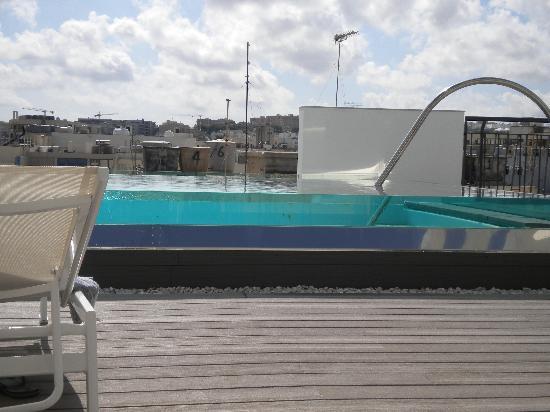 Hotel Valentina: splendida piscina,peccato il panorama