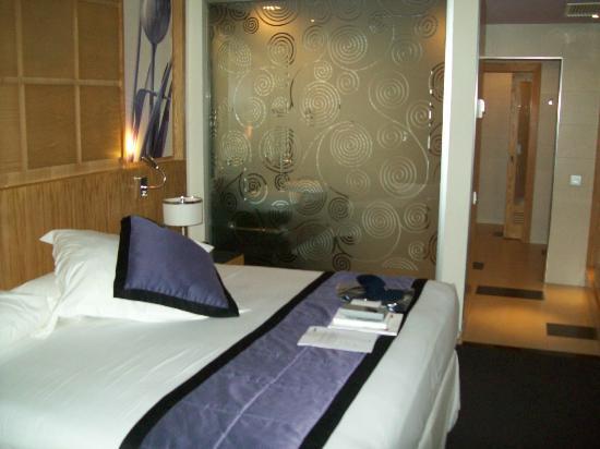 Hotel Riu Plaza Panama: Quarto e Banheiro