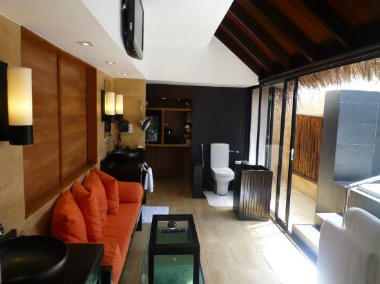 Adaaran Prestige Vadoo: large bathroom..