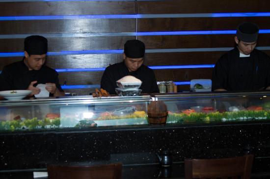 Honshu Lounge : Sushi chef action