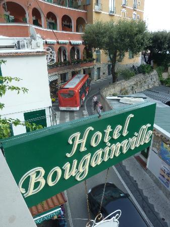 Hotel La Bougainville: Street below balcony