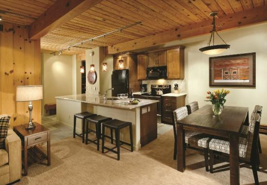 Aspen Square Condominium Hotel: Two-Bedroom Suite