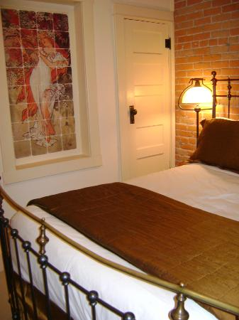 Chamberlin Inn: Great lighting, ample outlets in rooms and small coffee maker in room as well