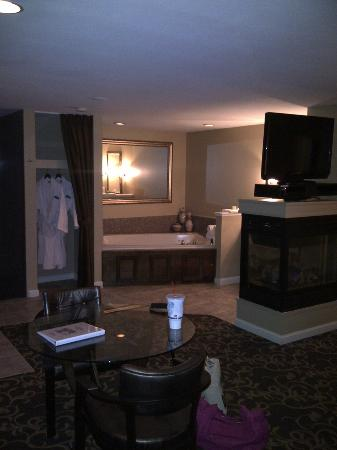 Belamere Suites Hotel: whirlpool tub, automatic gas fireplace, and large tv on swivel stand