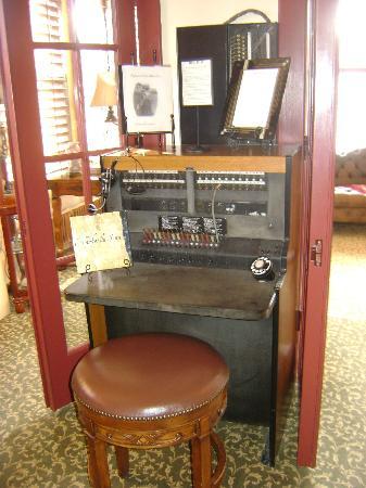 Chamberlin Inn: Historical furnishings 