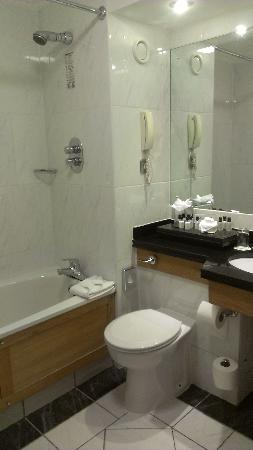 Brooks Hotel: Rm 514 bath