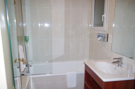 Classics Hotel Porte de Versailles: bathroom
