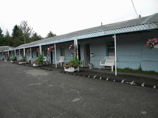 Town Motel: Front of the motel