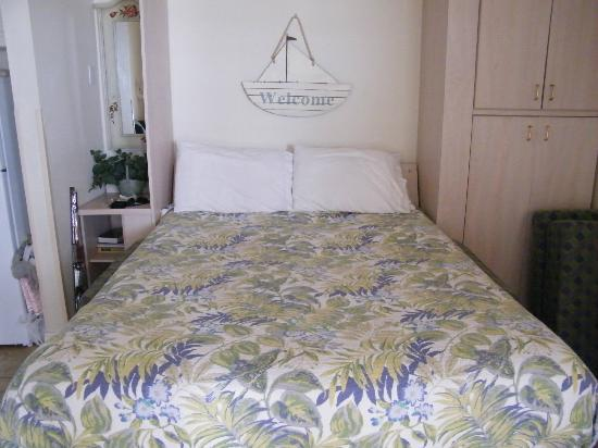 Windjammer Resort: The bed down