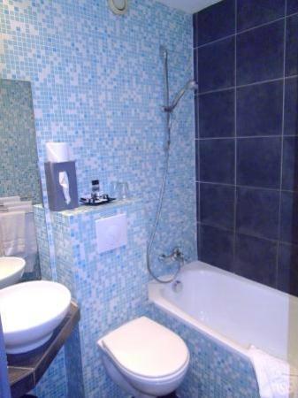 ZE Hotel: Bathroom