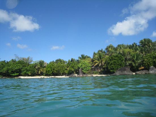 Natiora Green Lodge : Looking back at bay whilst snorkling