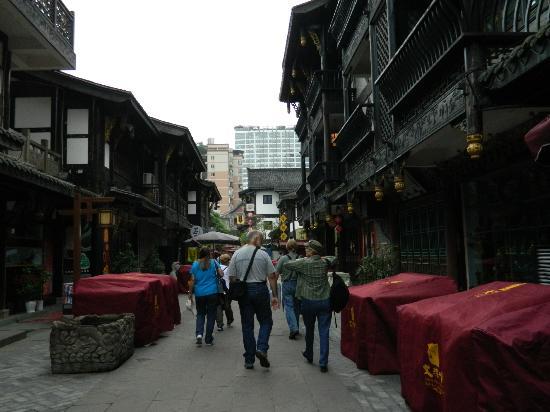 BuddhaZen Hotel: Streets outside hotel