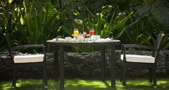 Constance Halaveli: Meeru Restaurant