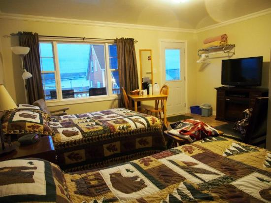 Albert's Motel: Warm and cozy room