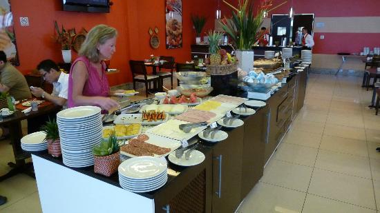 Quality Hotel Manaus: Extensive café de manha