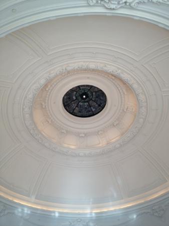 حياة آت ذا بلفيو: Ceiling Restaurant XIX 