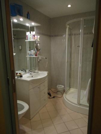 Mercure Josefshof Wien: Salle de bain propre