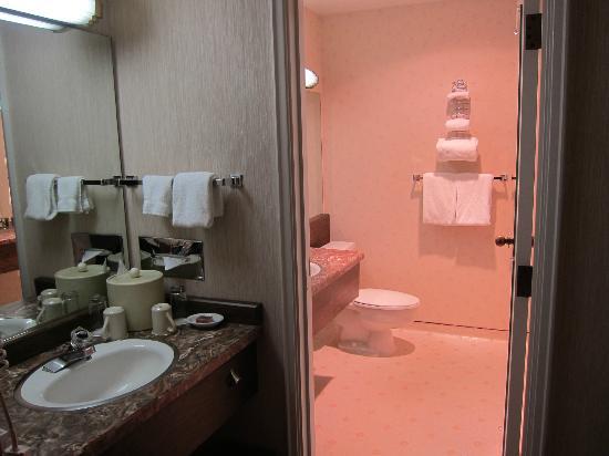 Mirabeau Park Hotel: Bathroom