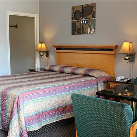 Best Budget Inn Fresno Room