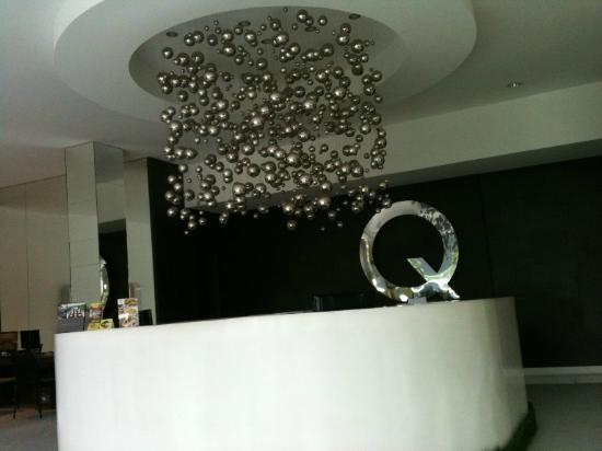 Q Hotel Bali: Resepsionis