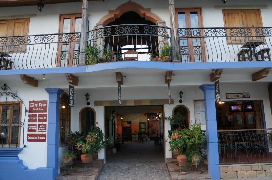 Yat B'alam Boutique Hotel: ホテル正面