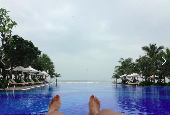 Vinpearl Da Nang Resort & Villas: ANOTHER POOL VIEW