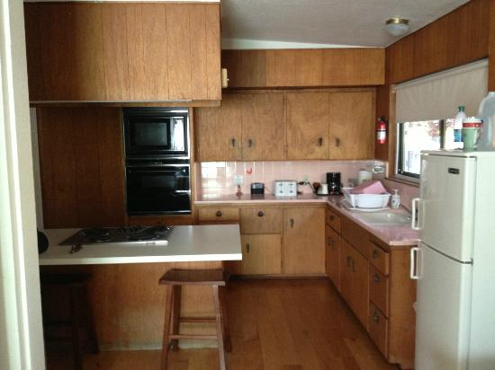 Cambria Palms Motel: Very functional kitchen