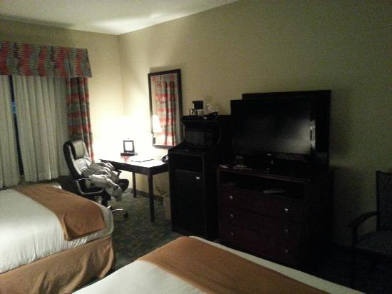Holiday Inn Express Hotel & Suites Salem: Room