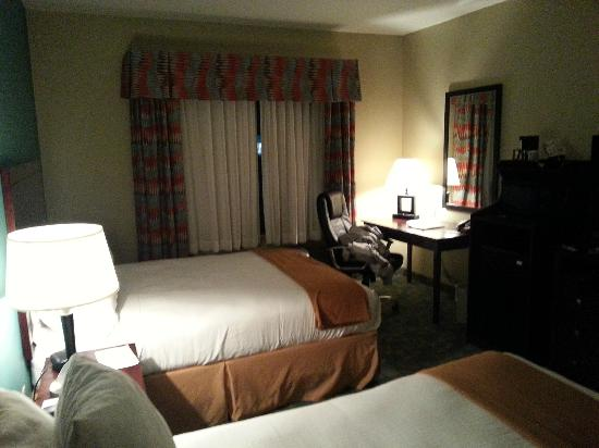 Holiday Inn Express Hotel & Suites Salem: Room2