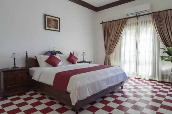 Chateau d'Angkor La Residence : SUITE ROOM