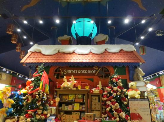 Yankee Candle Flagship Store: Santa's Workshop