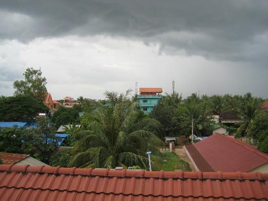 Check Inn Siem Reap: anticipating heavy rain :(