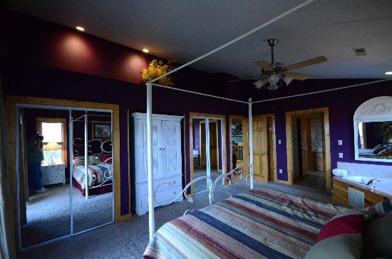Chalet Village: Room1