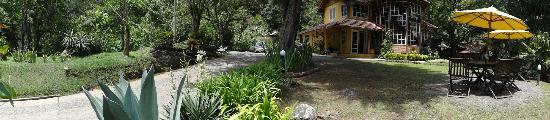 Pousada Olho D'Agua: Panoramica da entrada da pousada, recepção e restaurante.