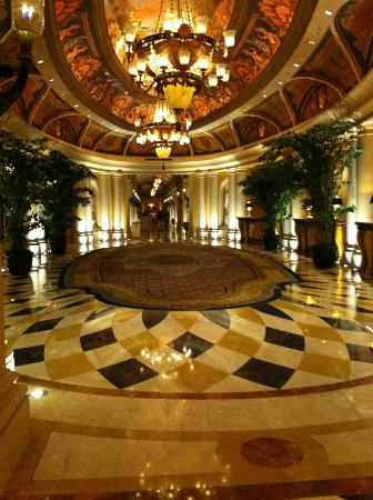Venetian Resort Hotel Casino: One of many hallways
