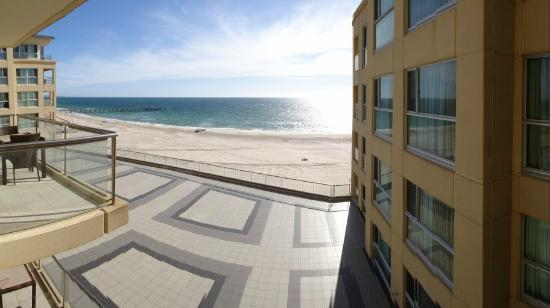 Oaks Plaza Pier Apartment Hotel: View from balcony